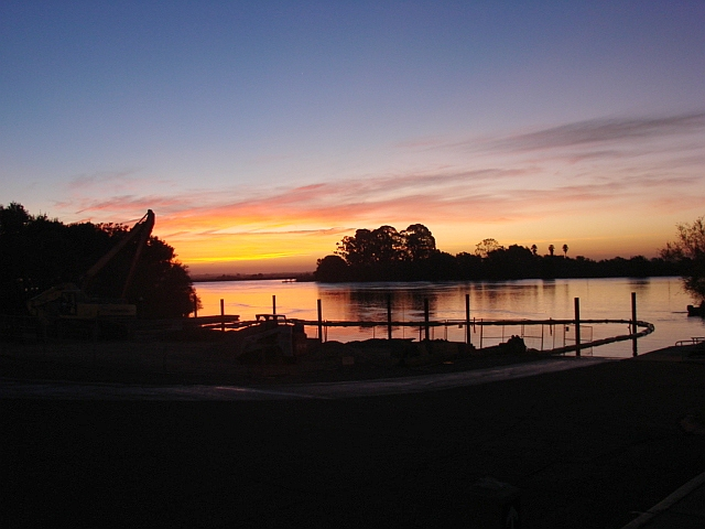 2009-10-23 Brannan docks before sunrise - soon to be 10 lanes