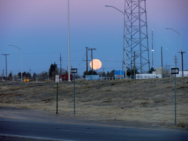 2014-1-16b full NM moon as I leave Deming