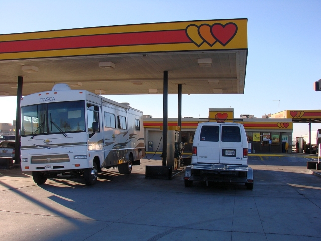 2014-1-16d filling up at Las Cruses NM Loves