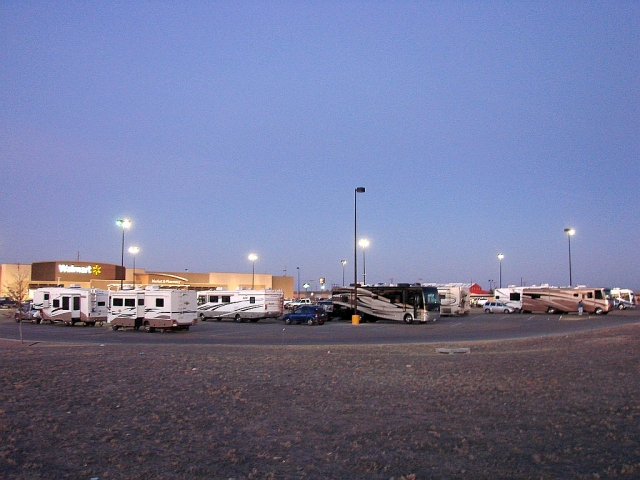 2014-1-20m jacks down at Fort Stockton Wmart with lots more RVs