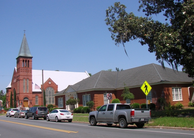 2014-5-18d old church in beautiful Bainbridge