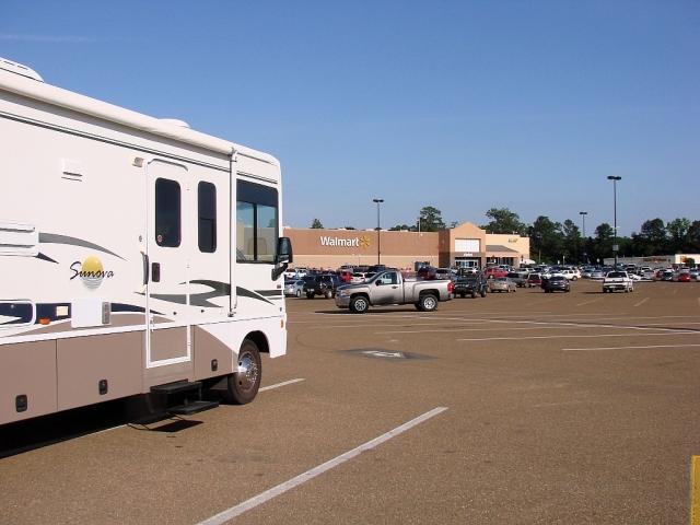 2014-5-19f jacks down at Magnolia, AR Walmart