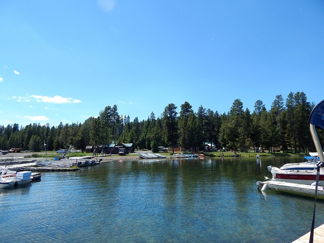 2014-7-10e Paulina Lake Resort where Al cleaned the fish