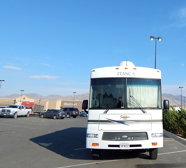 2014-8-25n Jacks up at Winnemucca Walmart for the night