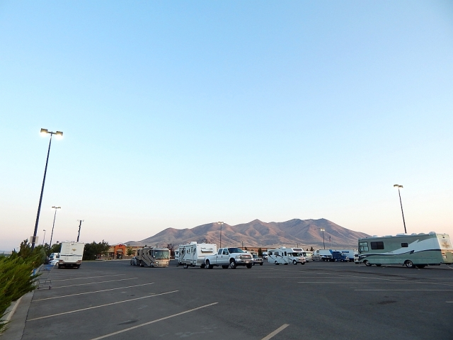 2014-8-26a Winnemucca lot 15 or so rigs, gorgeous mtns