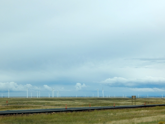 2014-8-28e high, lonely plains nearing Cheyenne
