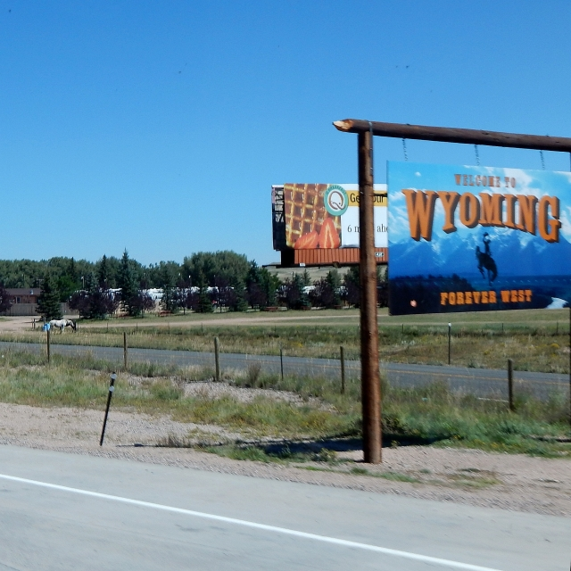 2014-9-2c I-25 Wyoming welcome