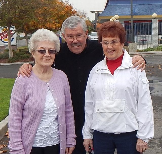 2014-11-13a Murle, Dale, Genene at IHOP Fresno