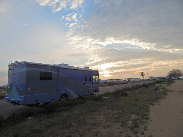 2015-1-22e campsite Bakersfield Flying J in distance