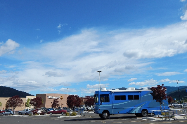 2015-5-7c Jacks down at Yreka Walmart