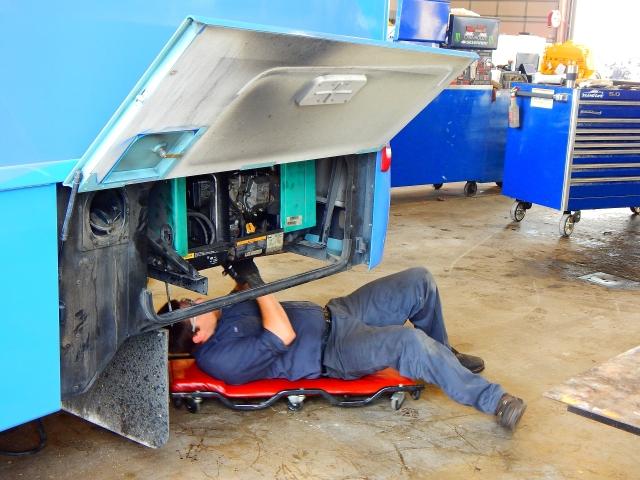 2015-9-23c the tech reinstalling the generator