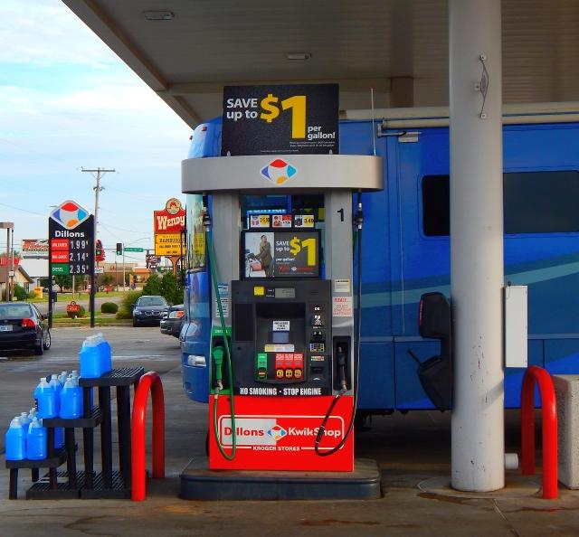 2015-9-24b $2 gas at Pittsburg KS