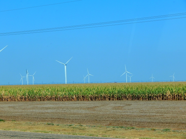 2015-9-27f Groom TX is really wind and corn