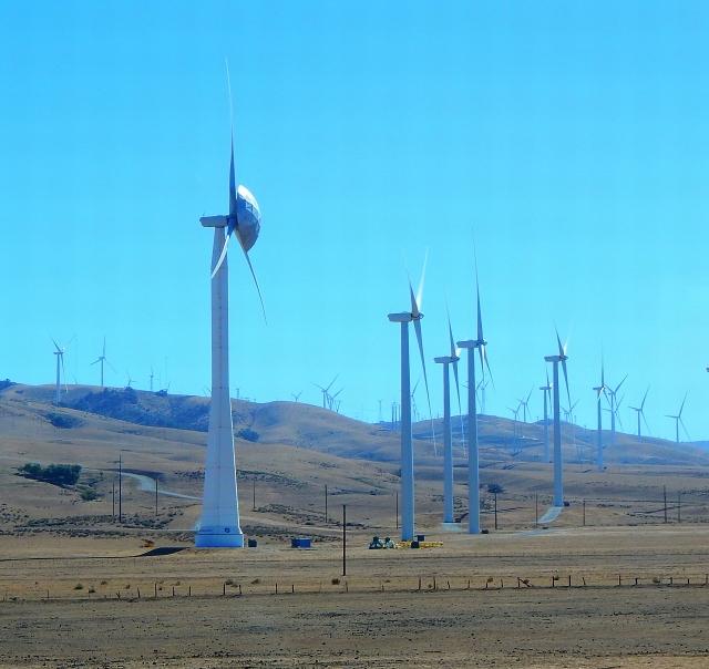 2015-9-29L flying disc lands on wind turbine!