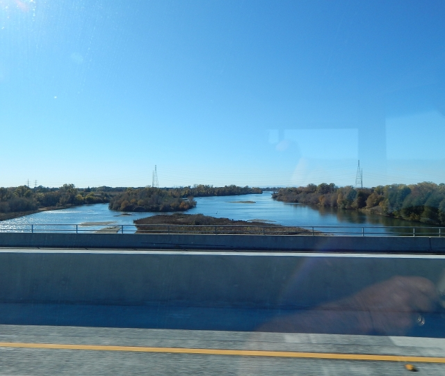 2015-11-27d crossing the Feather River