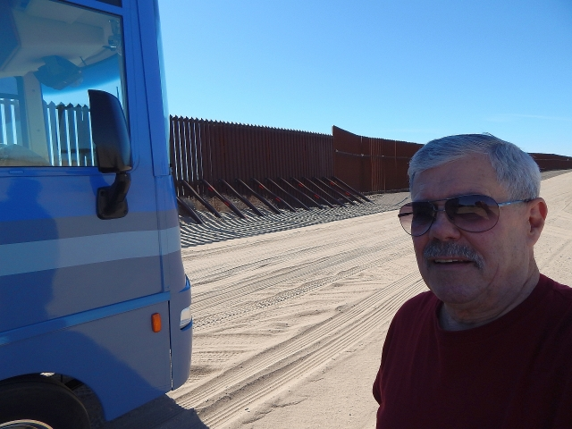 2016-1-24e border fence up close and personal