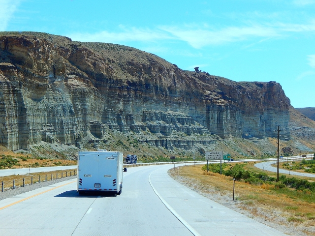 2016-9-1e cliffs near Green River