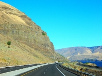 The high cliffs along the gorge are downright breathtaking!