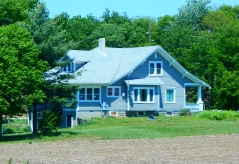 A large farm house that just demanded my camera's attention.