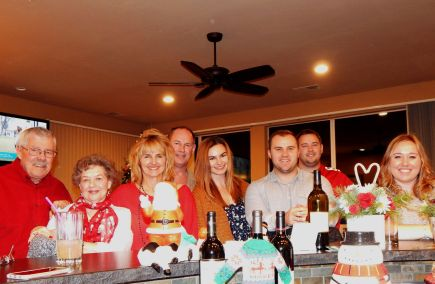 The Christmas eve family gathering included (L-R) Tom Selleck, Lavonne, Laura, Craig, Carly, Michael, Brett and Breanne.