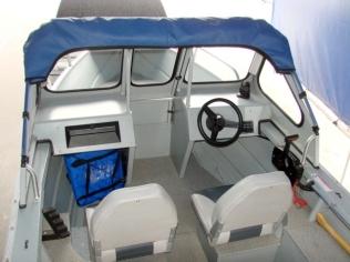 The cockpit when I got the boat. It was bare bones.