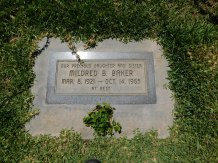 "This is the grave of Lavonne's Aunt ""Mimmie""."